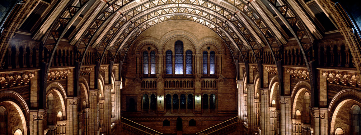 history-and-architecture-hintze-hall-at-night