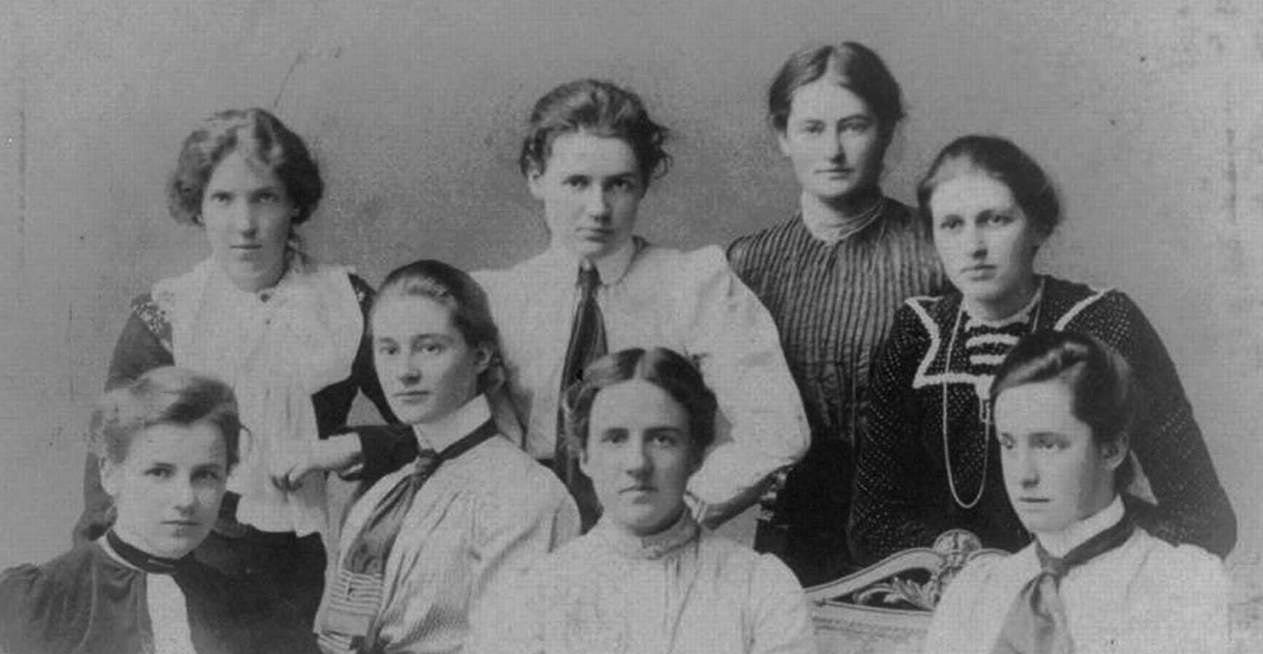 A black and white photo of a group of first-year students at Newnham College (1900), with Ida Slater sitting at the front row, far right