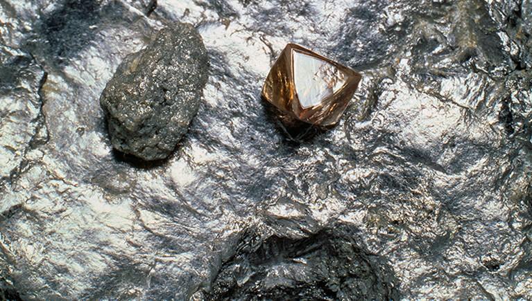 Los diamantes son un alótropo del carbono