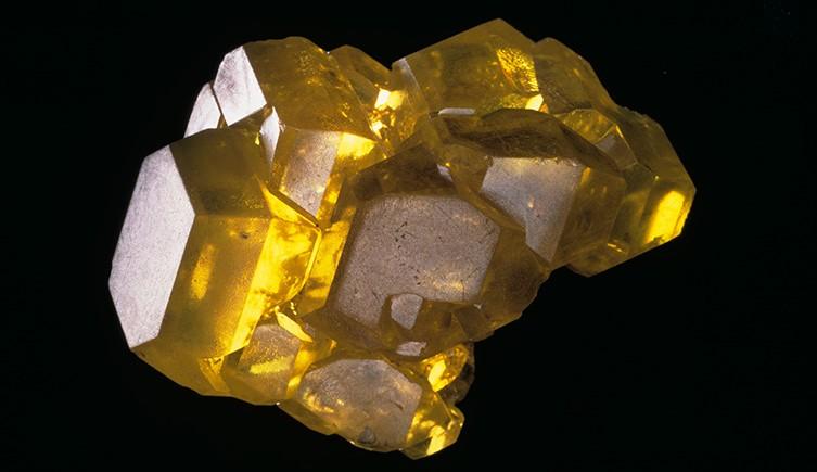 Un espécimen de cristal de azufre de las colecciones del Museo