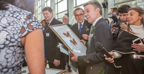 President Santos in the company of Museum scientists and journalists