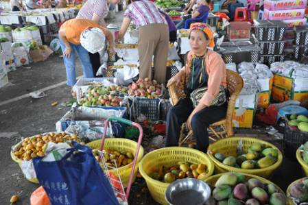 Fruit_seller_DSC_2447.jpg