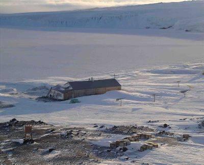 Terra Nova Hut.jpg