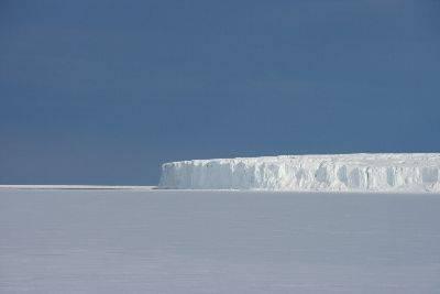 Barne Glacier resized.jpg