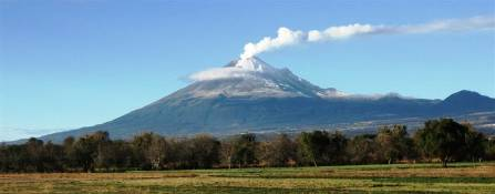 Popocatepetl Creative - Commons Copyright Cvmontuy.jpg