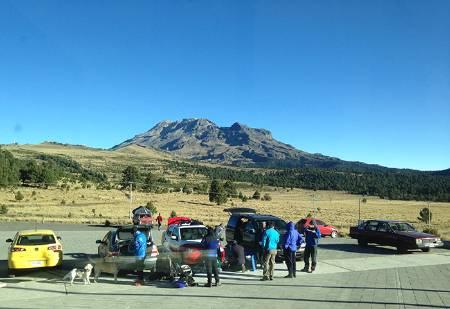 Climbers_Iztaccihuatl_Volcano.jpg