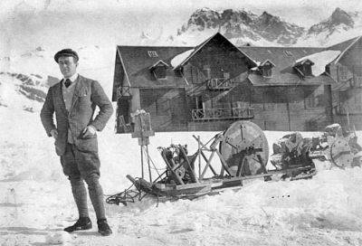 Capt Scott front of Glaciers Hotel.jpg