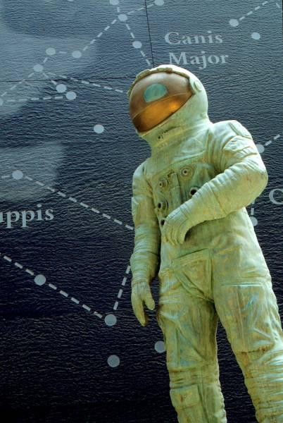 statue-spaceman.jpg