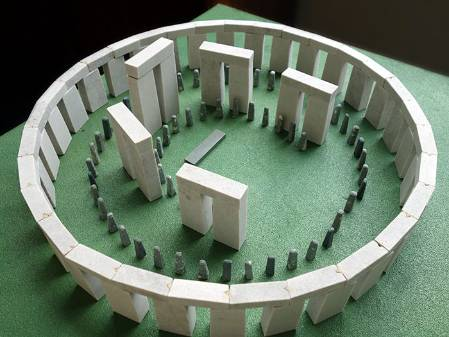 mini-stonehenge-side_700.jpg