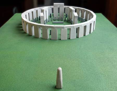 mini-stonehenge-front_700.jpg