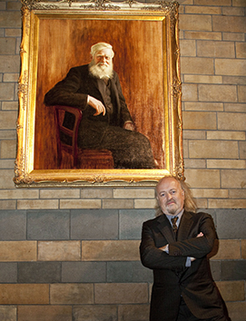 Bill Bailey unveiling the Wallace portrait in the Central Hall