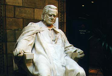 Statue of Huxley