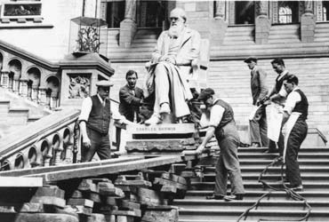 Moving the statue of Darwin