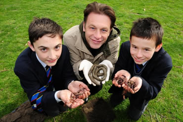 Chris Packham launches the OPAL Soil and Earthworm Survey