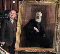 Bill Bailey and the Wallace portrait he unveiled at the Museum