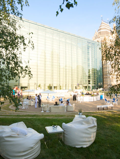 The Darwin Centre courtyard is ideal for large receptions in warmer weather. Treat your guests to ca