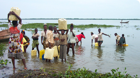 People collecting water from Lake Victoria