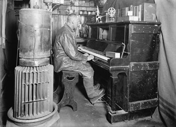 Cecil Meares at the pianola in January 1912 © Herbert Ponting