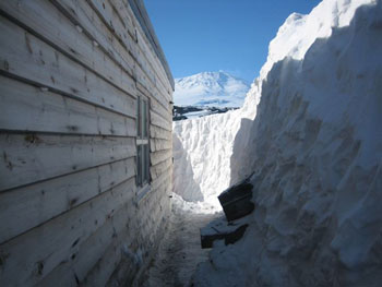 The wall of Cape Evans cleared of snow © Antarctic Heritage Trust