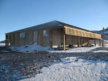 Discovery Hut in the 2007 sunlight © Antarctic Heritage Trust