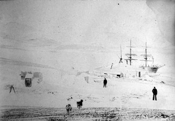 Discovery Hut, with Discovery at anchor behind, 1902 © R Skelton, Canterbury Museum