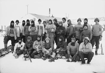 Ponting's group photo of the BAE Shore Party outside the hut at Cape Evans © Herbert Ponting / Scott Polar Research Institute