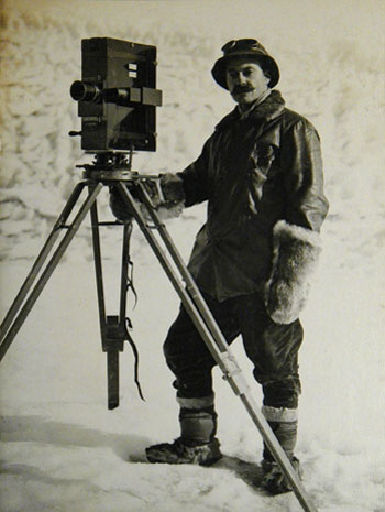 Herbert Ponting with his camera © Canterbury Museum