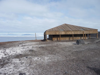 Discovery Hut as approached from McMurdo © Antarctic Heritage Trust