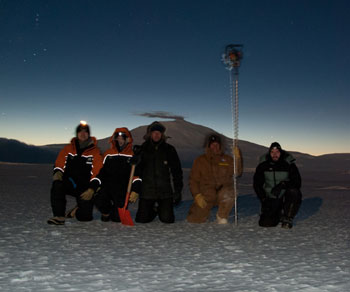 From left to right: Steven, Science technician; Georgina, AHT conservator; Matt, carpenter; John, the man with the drill from McMurdo; Tom, Field Support and Base Manager © S. Sun/Antarctica New Zealand