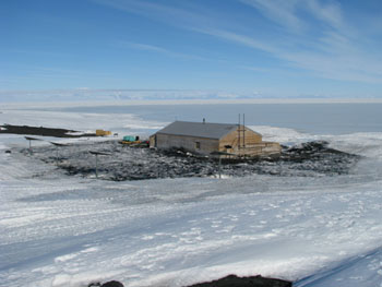 The Terra Nova hut with the generators© Antarctic Heritage Trust